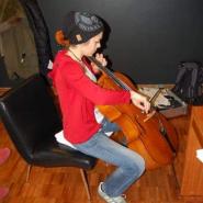 1 und Sie spielte Cello