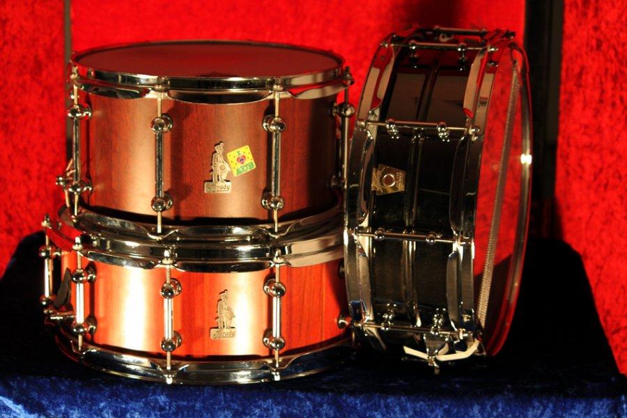 jarrah-block-snare-drums-10x7-14x6-und-ludwig-black-beaty-14x5-fur-studio